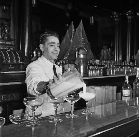 HAVANA CUBA - 1946: A bartender mixes an exotic tropical cocktail at a bar in 1946 in Havana, Cuba. (Photo by Earl leaf/Michael Ochs Archive/Getty Images)